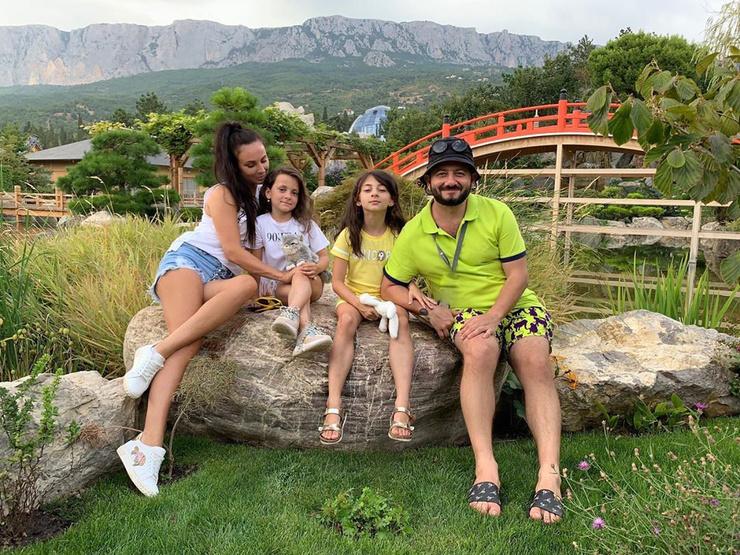 Михаил Галустян на отдыхе с семьей