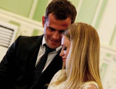 Жена Александра Кержакова быстро освоилась в новом статусе