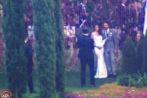 В Сети есть только такие фотографии со свадьбы Евы Лонгории