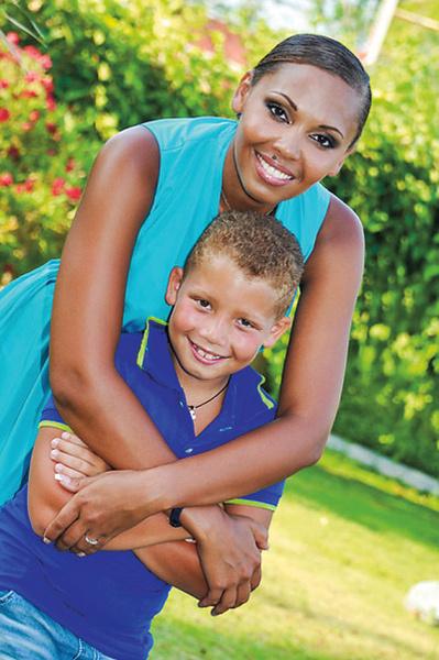 Воспитывать сына Даню Инне Беловой помогают родители и сестра