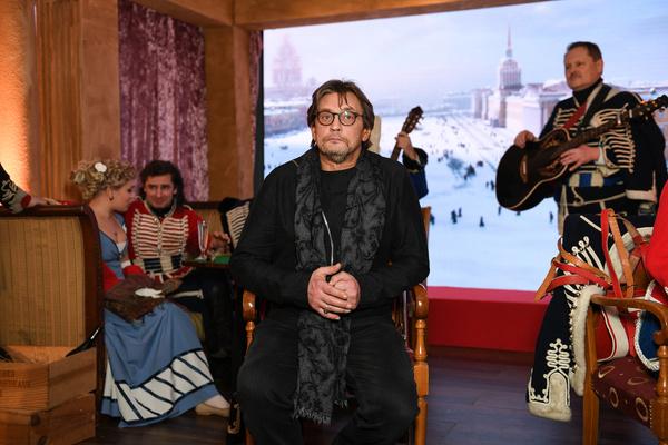 На премьеру Домогаров пришел одним из первых