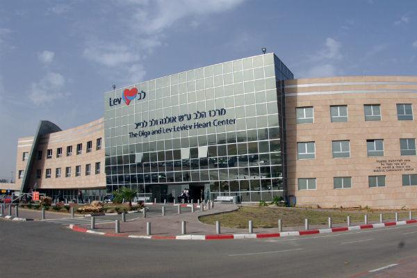 Врачи израильской клиники «Тель ха-Шомер» вовремя среагировали и вернули подвижность рукам артиста