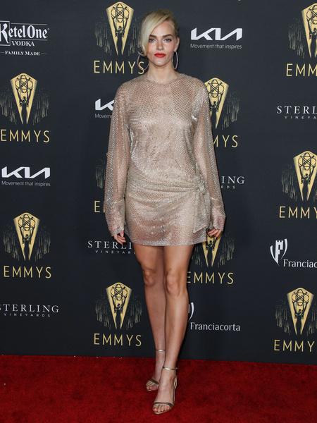 Нестареющая Кэтрин Зета-Джонс, обаятельная Кейт Уинслет. Звезды блистали на премии «Эмми-2021»