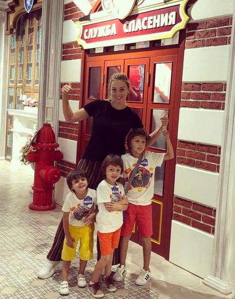 Полина с сыновьями