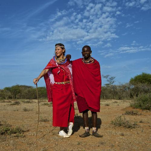 После обряда посвящения Ольге выдали фирменную красную униформу:) племени