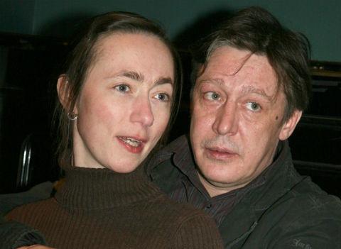 Жена Михаила Ефремова выгораживает мужа после его пьяных выходок