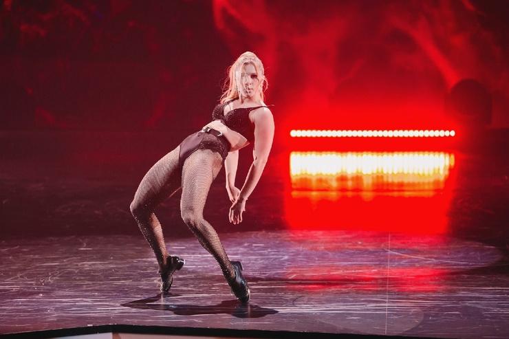 Юлиана Бухольц показала яркий номер в финале