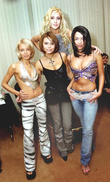 Жанна и Юлия начинали в группе «Блестящие», из которой ушли ради сольной карьеры