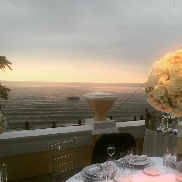 Вид с террасы ресторана, в котором проходит торжество