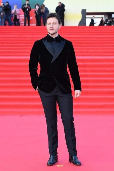 Вячеслав Манучаров выбрал для мероприятия черный костюм