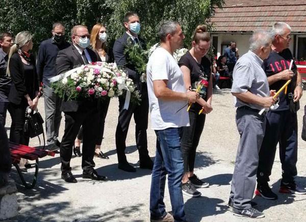 Участниками траурной церемонии стали друзьями и коллеги Бобаны