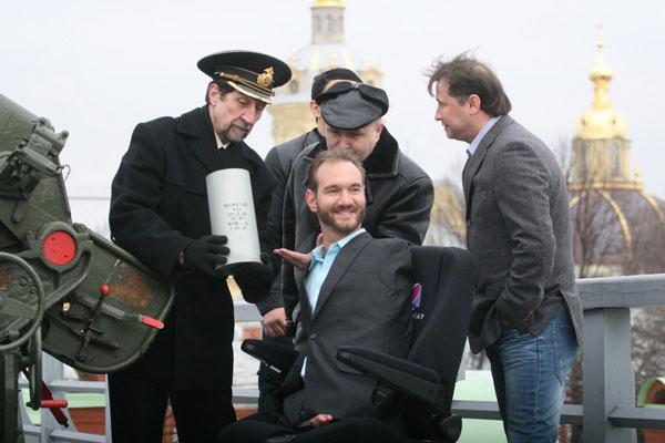 Общество: Ник Вуйчич выстрелил из пушки Петропавловской крепости  – фото №3