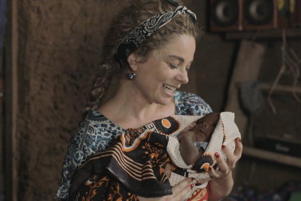 Артистка с новорожденным малышом