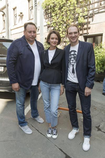 В джинсах Паулина выглядела не хуже, чем в вечернем платье