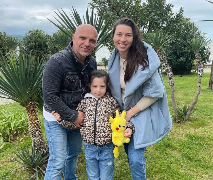 Александр Шоуа с женой Натальей и дочерью Таей