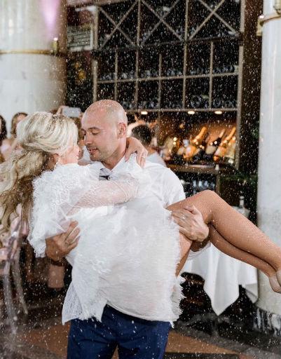 Танец влюбленных состоял из сложных па и нескольких поддержек