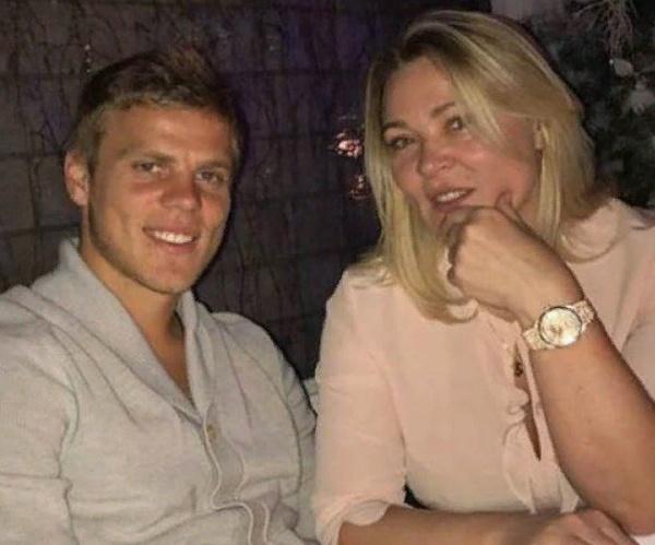 Александр Кокорин с мамой