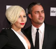 Леди Гага получила на помолвку кольцо за полмиллиона