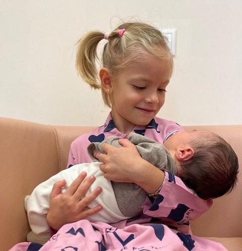 Алиса с младшим братом Ратмиром Тимуровичем
