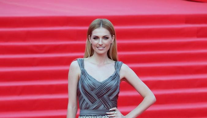 Саша Савельева снялась полуобнаженной