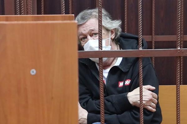 Михаилу Олеговичу грозит до 12 лет лишения свободы и он готов сесть в тюрьму