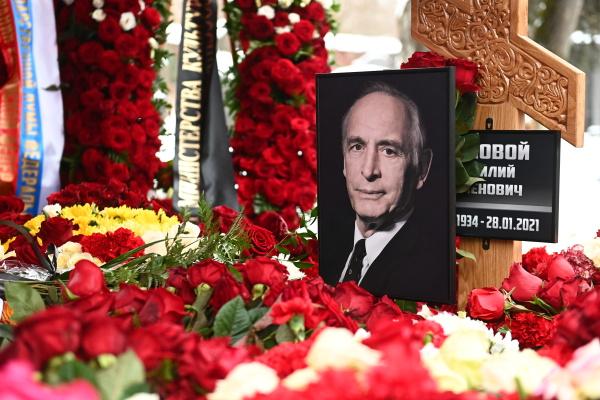 Василия Семеновича похоронила на Новодевичьем кладбище