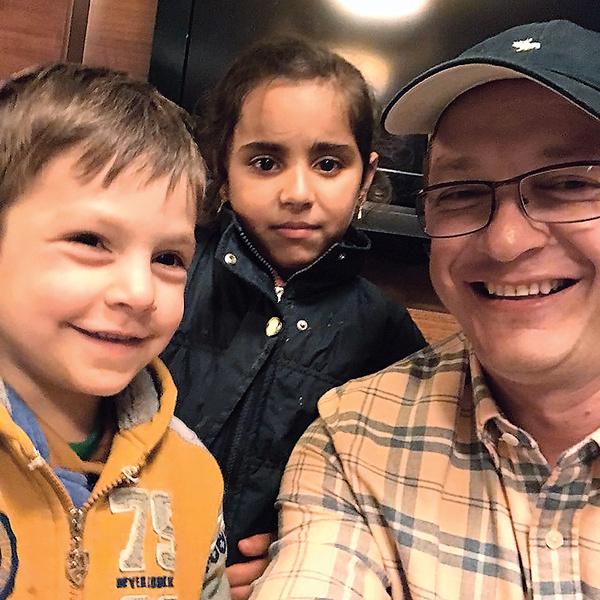 Теперь у Башарова не двое, а четверо детей. На фото – с Ахмадом и Асмой