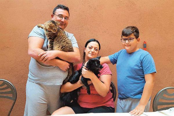 Грей вместе со своей новой семьей на Мальте