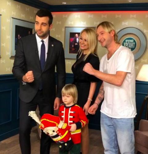 Евгений Плющенко и Яна Рудковская с сыном Сашей в гостях у Ивана Урганта