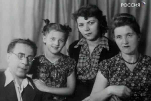Майя Кристалинская жила с семьей в коммуналке в столице
