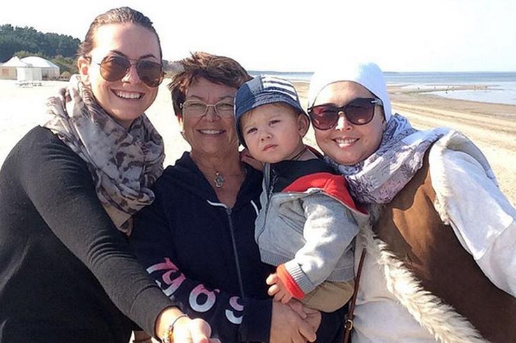 Маленький Платон с мамой, тетей и бабушкой