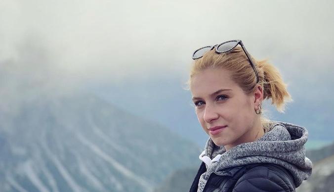 Чемпионка мира по фигурному катанию среди юниоров разбилась, упав с 6 этажа