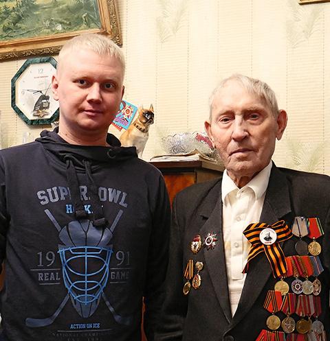 «Мы не привыкли, чтобы о нас так заботились», — признался Василий Федорович и крепко пожал руку Антона