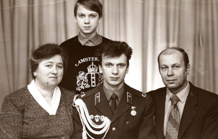 «Единый механизм не сложился». Почему Сергей Светлаков развелся с женой и как подружил дочку с новой супругой