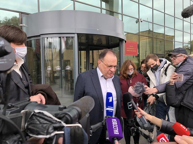 Петр Хархорин не удовлетворен решением суда, однако, не стал делиться планами относительно дальнейших действий