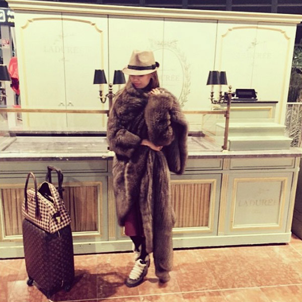 Новости: Виктория Боня носит одеяло из соболя – фото №3