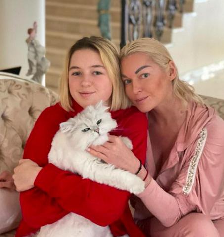Иногда Волочкова месяцами не видится с дочерью