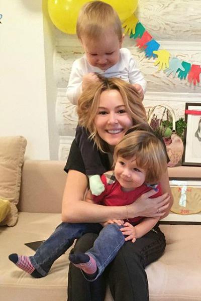 Актриса лишь недавно показала лица мужа и сыновей