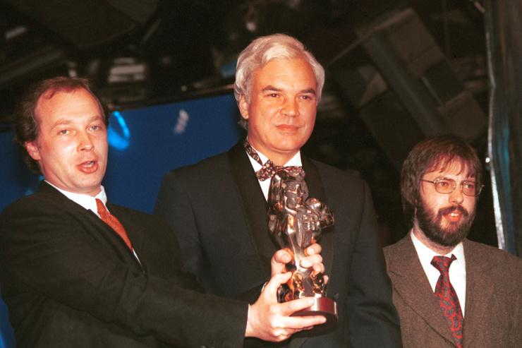 Журналист получил телепремию «ТЭФИ-2001» в номинации «Интервьюер» с программой «И дольше века…»