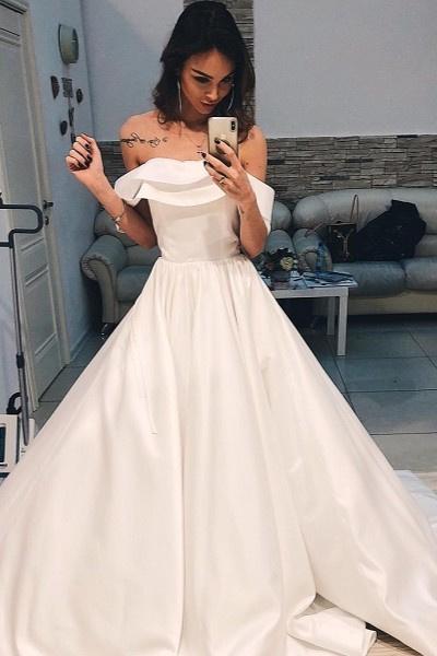 Анастасия Лисова выбирает свадебное платье