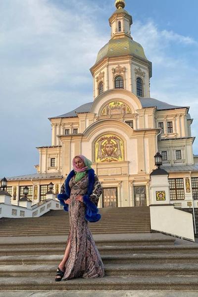 Анастасию Волочкову оштрафовали на 20 тысяч рублей за посещение монастыря в Дивеево