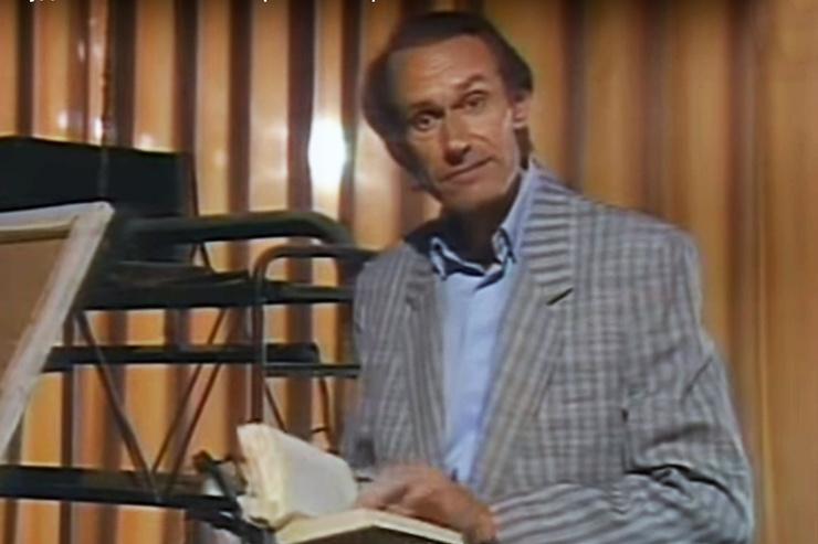 Писатель впервые вышел на сцену в 38 на шоу «Вокруг смеха»