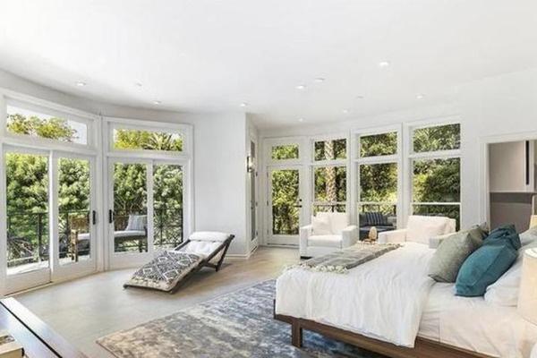 Ближе к Голливуду: Селена Гомес купила роскошный особняк за 4,9 миллиона долларов