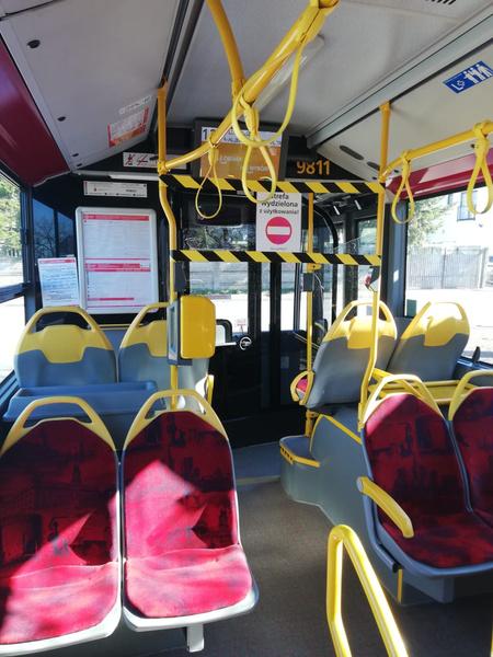 Общественный транспорт пустует, но продолжает ходить по расписанию