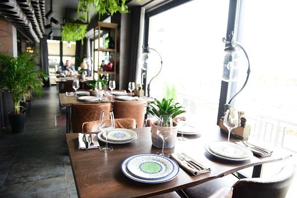Интерьер в «Чирэме» передает концепцию ресторана – свежий взгляд на традиции