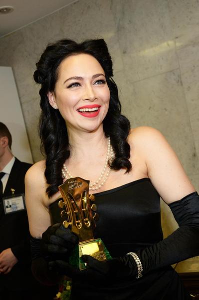 Во время работы с продюсером Настасья получила первую музыкальную награду