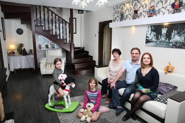 Карина Мишулина с семьей
