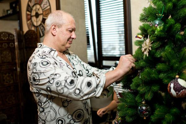 В этом году Дмитрий и Ксения с дочкой Анфисой решили установить искусственную елку, которую предоставил магазин Elkamarket24.ru