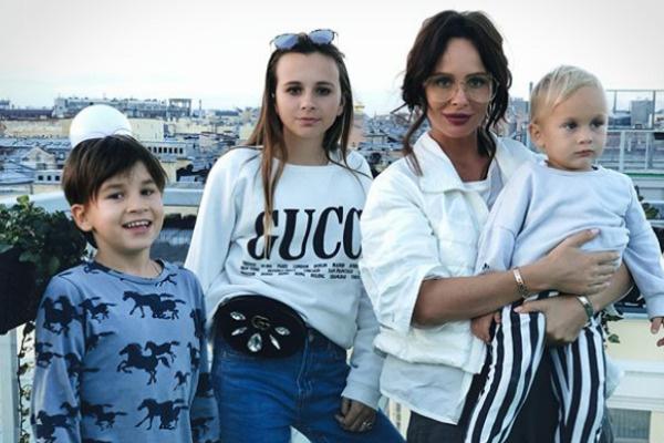 Саша легко устроила личную жизнь даже с тремя детьми