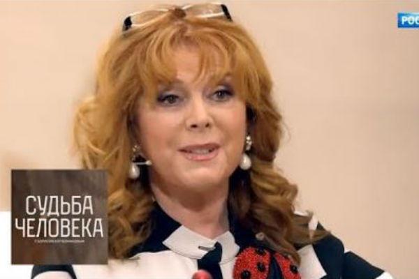 Клара Борисовна не стесняется рассказывать о своих вредных привычках
